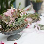 Wundervolle Blumenschale als Tischdekoration