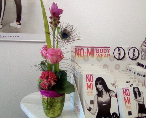 Blumengesteck im Verkaufsraum