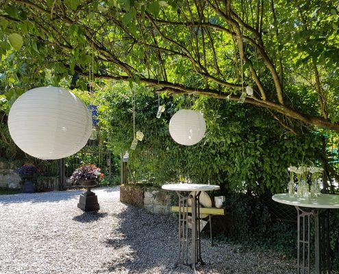 Dekoration einer Sommerhochzeit im Grünen von BlumenGarten Marquardt